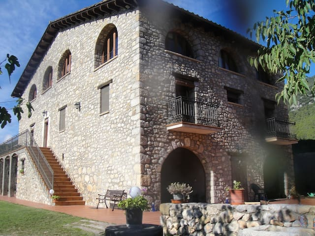 IDEAL  PARA GAUDIR DE LA NATURALEZA Y RELAX....... - Sales de Llierca - Huis