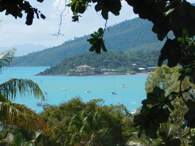 Friendly Guest House Stunning Views - Airlie Beach - House