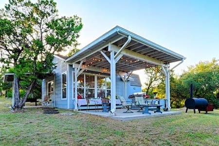 The Knotted Knoll Cottage near Lake Whitney