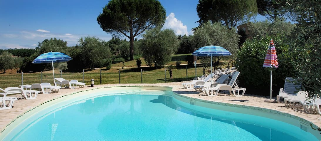 5 km from Siena with swimming pool