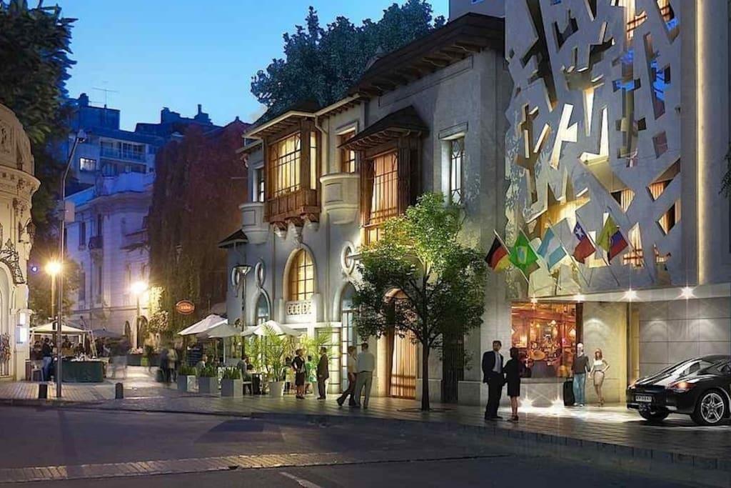 Lastarria street is 1 block from the apt. La calle Lastarria está a 1 cuadra del departamento.