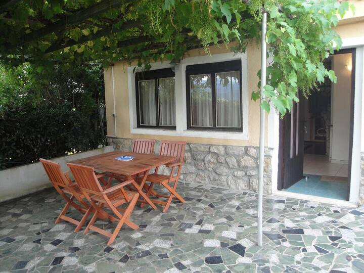 One bedroom apartment with terrace Šilo, Krk (A-18726-a)