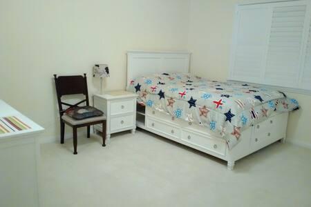 罗兰岗spacious Queen size bed近商圈高速出行方便 - Rowland Heights