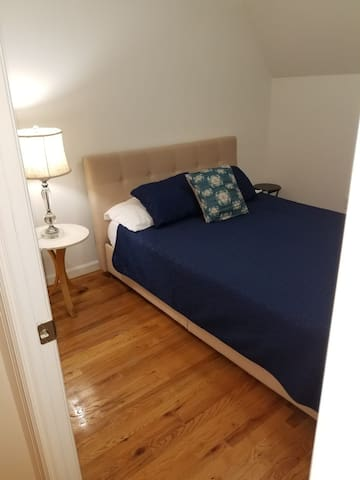 Cozy room near subway , LGA airport n manhattan