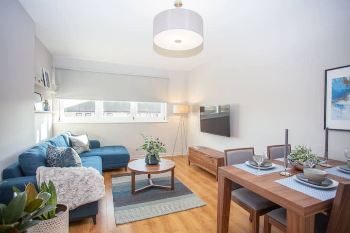 Stylish and Modern Apartment with Free Parking