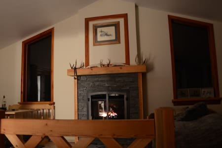 Private suite with gas fireplace - Kaslo - Outro