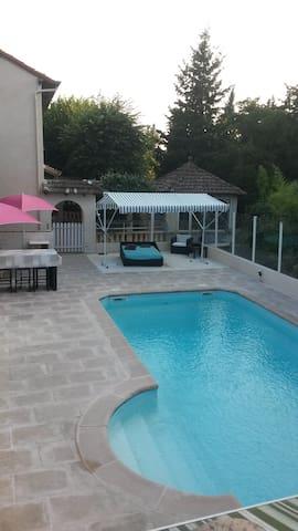 15km de Cannes villa avec piscine chauffée  8 M