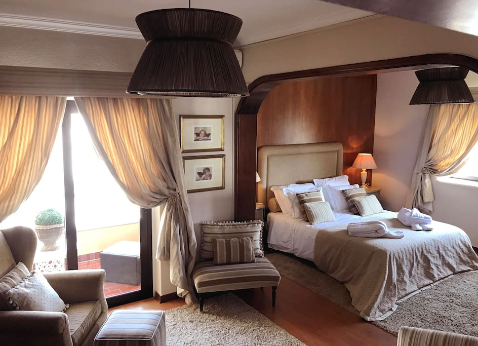 Sintra Suite w/ Balcony: [for 2] Premium suite room w/ King Bed, Private WC, living room, TV & wifi