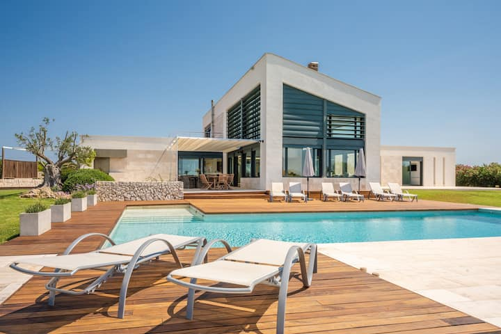 Modern villa with pool - Villa Canutells