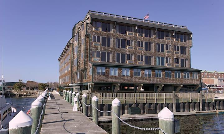 1BR sleeps 4 Inn on Long Wharf Newport RI/Wyndham