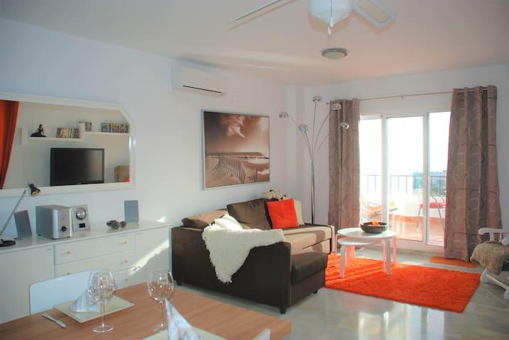 Beautiful sunny apartment with 2 pools, Calahonda