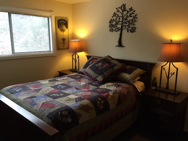 Guest room 1 with queen size bed.