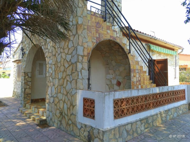 Villa Rose: House less than 500m from the beach, TERRACE AND BARBECUE, 3 bedroom