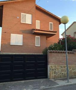 Habitacion doble en chalet indpte. - Méntrida, Castilla-La Mancha, ES - Haus