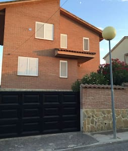 Habitacion doble en chalet indpte. - Méntrida, Castilla-La Mancha, ES - House