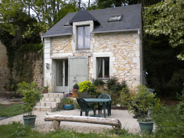 Comfortable cottage for two nr Argenton s/Creuse