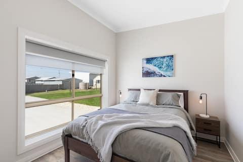 Apartment 1 - Luxury Apartment & Motel Rooms - Free Wifi - Close To Beach
