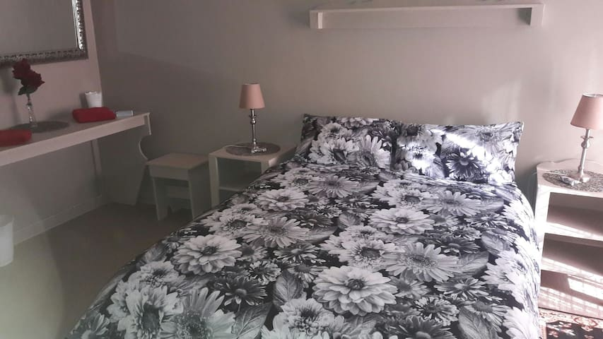 Budget Room 4 (Sleep+Shower only) 32 Voortrekker