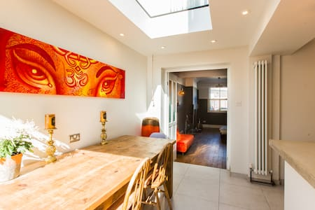 Luxury 4BDR cottage right in the heart of Brighton