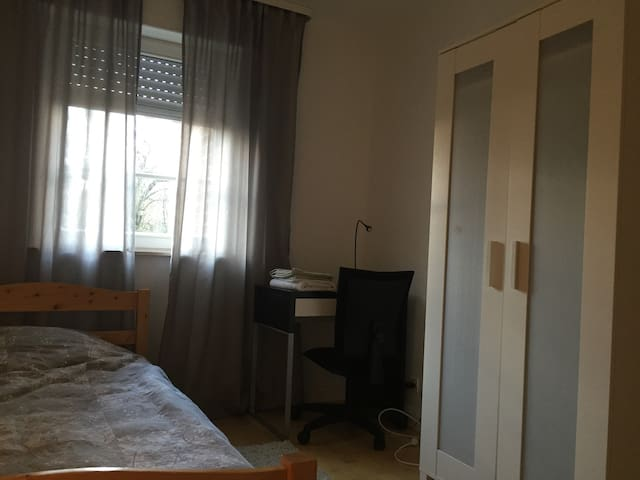 Confortable room in quiet area - Bertrange - Appartamento