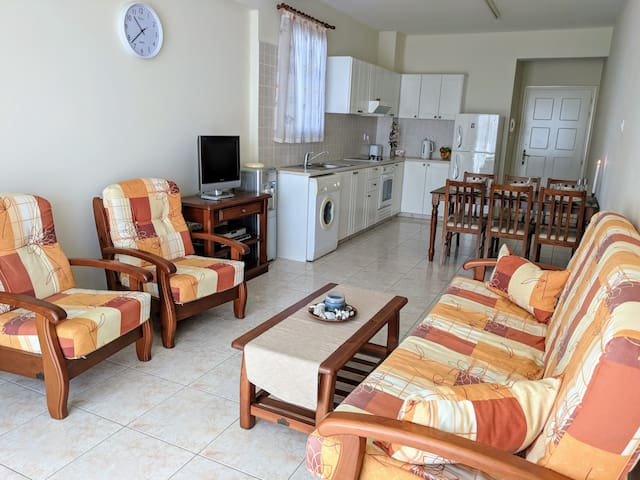 Cozy 2 bedroom apartments in Paphos close to beach