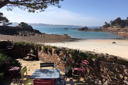 Roc'h Gwenanen, une maison sur la plage
