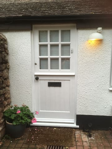 small double room in quiet  coastal cottage,