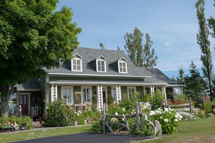 La Maison Verte Couette et Cafe - La Jumelle - Saint-Michel-de-Bellechasse - Aamiaismajoitus