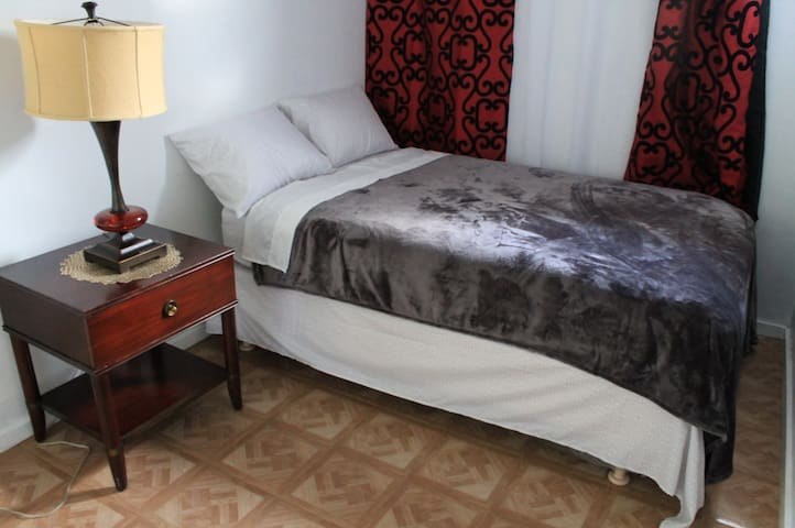 Simple and Affordable Hostel Rm (5) near Waikiki