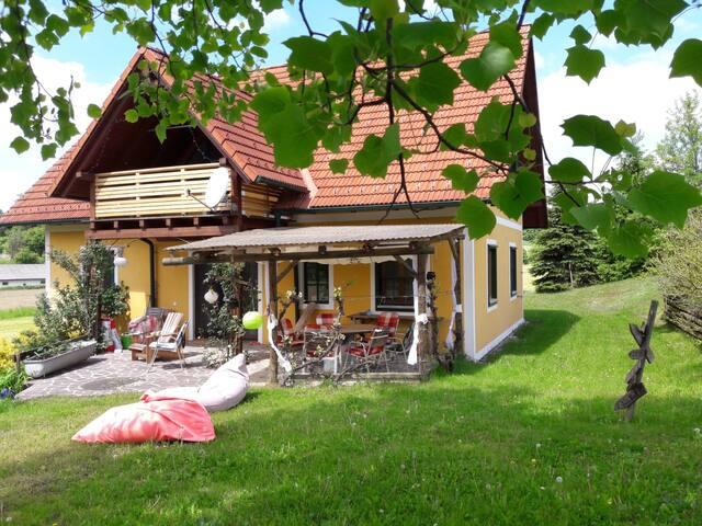 Riegersburg - Der goldene Herbst - Ganzes Haus