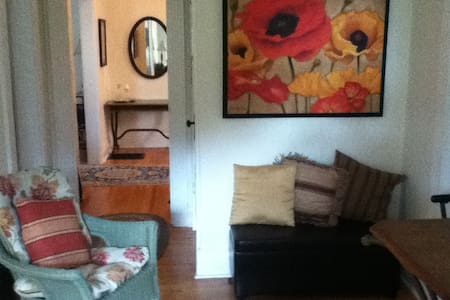 Gorgeous Executive 1 Bedroom Apt. Check it out! - Daire