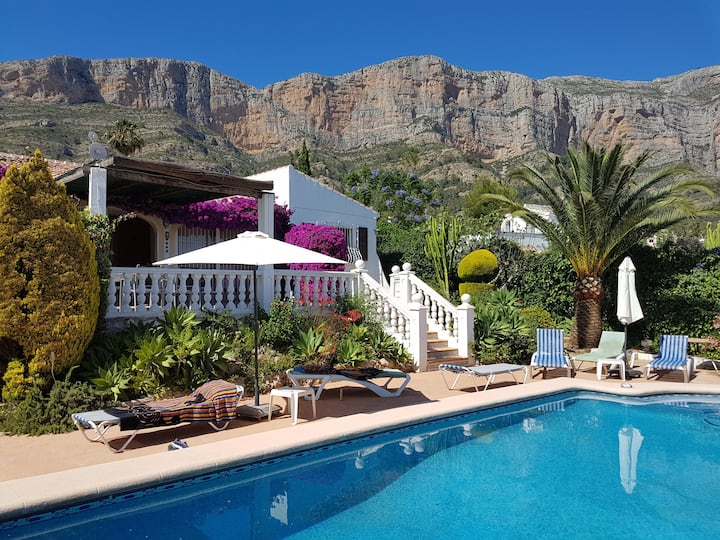 Stunning villa in a fantastic location with pool