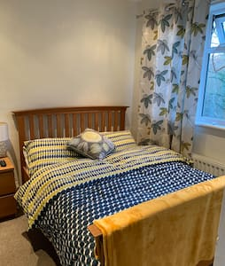 Quiet Room close to Hospital, Station & A21 Wi-fi