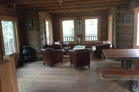 Cozy log cabin / cottage in the Rockies! - Invermere - Cabane