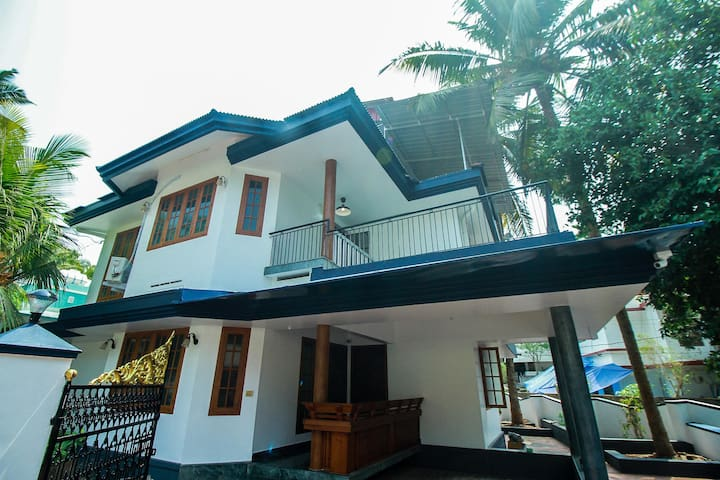 OYO - Standard 1BR Stay in Calicut Marked Down!