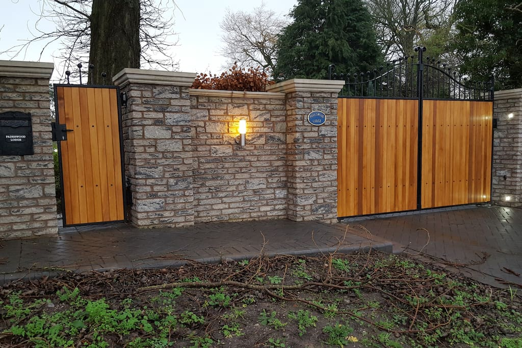Private electric gated entrance