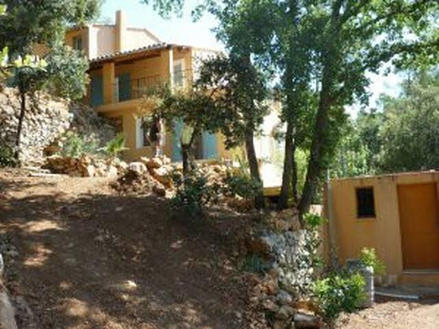 maison avec piscine et appartement privatif - Entrecasteaux - House