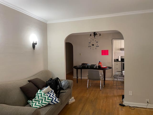1 room in a gorgeous Midtown townhouse