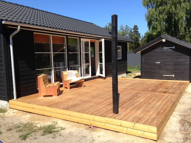 Nybygget sommerhus i Marielyst på Lolland Falster - Væggerløse - Srub