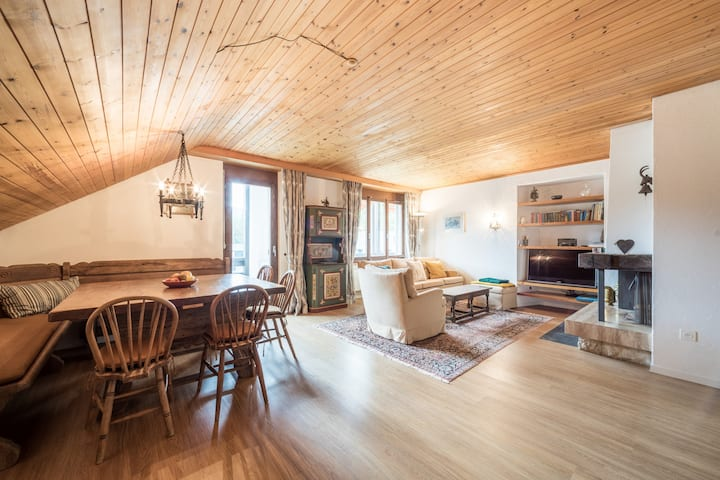 Generous 4BR apartment right next to the valley station in Laax (Signina 8-17)