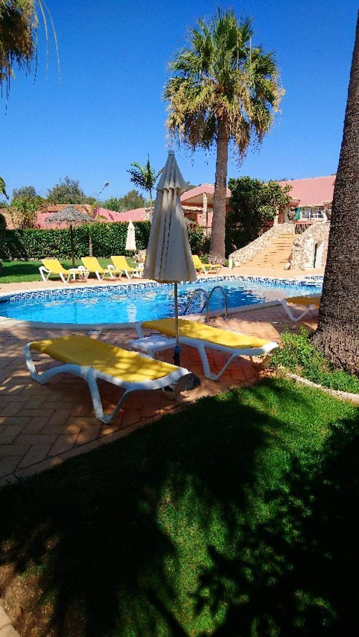 Apartment with 2 bedrooms in Odiáxere, with shared pool, furnished terrace and WiFi - 5 km from the beach