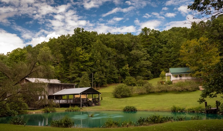 NEW!! Secluded Mtn. Getaway in a Picturesque Barn