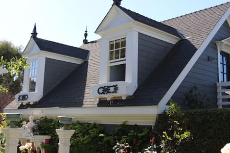 French cottage : 2 blocks from Swami's beach! - Encinitas - Gästehaus