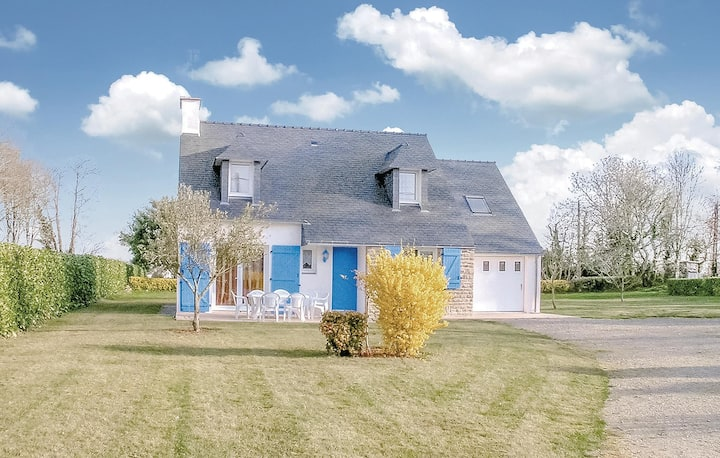 Stunning home in Concarneau with 3 Bedrooms