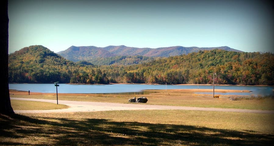 LAKEFRONT Hiawassee, Ga. - Sitting Rock on Chatuge