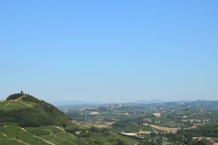 Camere con vista su Monferrato, Langhe e Roero