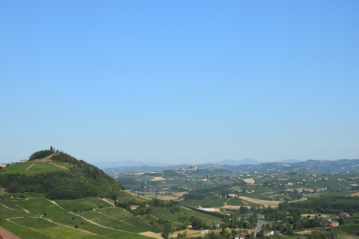 Camera con vista su Monferrato, Langhe e Roero