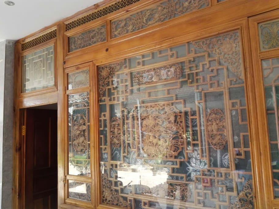 你的卧室的白族木雕墙  Bai People's Wooden Carving Wall of your room