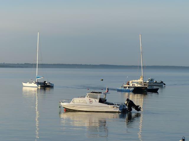 Vue sur les  îles d'Aix, Oléron et sur Fouras.