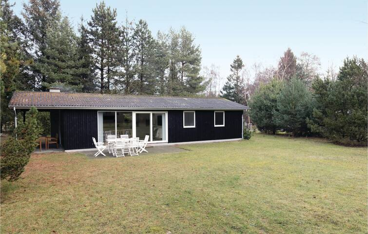 Holiday cottage with 3 bedrooms on 78 m² in Aakirkeby